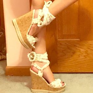 Flowery Tie-Up Wedge